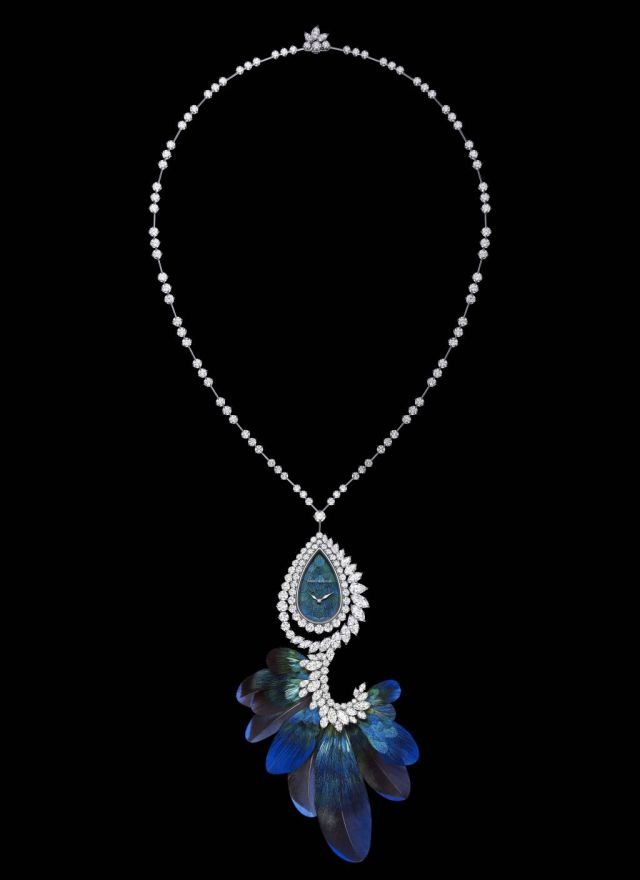 hw_ultimate-adornment-timepiece_pendant-with-feathers