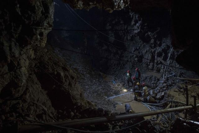 đào mỏ ruby