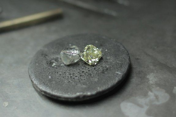 a-rough-diamond-next-to-a-polished-diamond