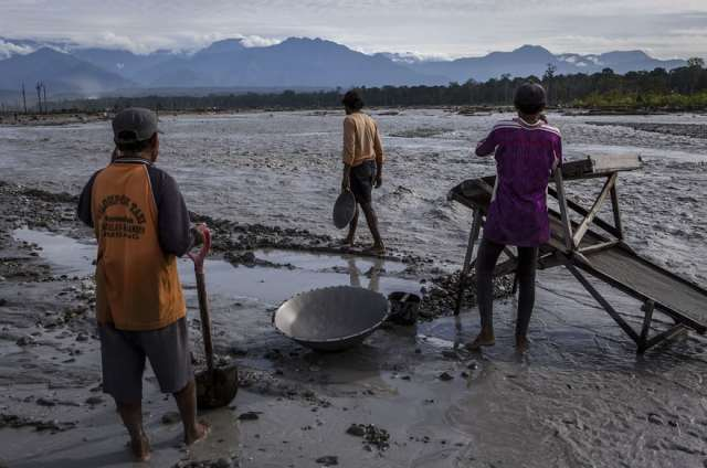 indonesian-illegal-gold-mining-1