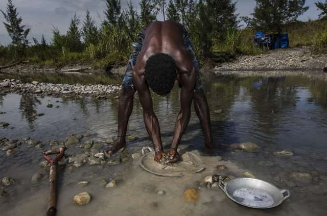 indonesian-illegal-gold-mining-4