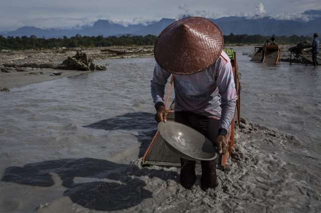indonesian-illegal-gold-mining-6